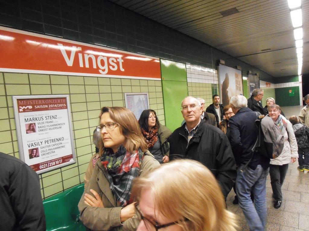Endstation Köln-Vingst. Angekommen in Meurers Gemeindegebiet. Jetzt geht zur Kirche St. Theodor